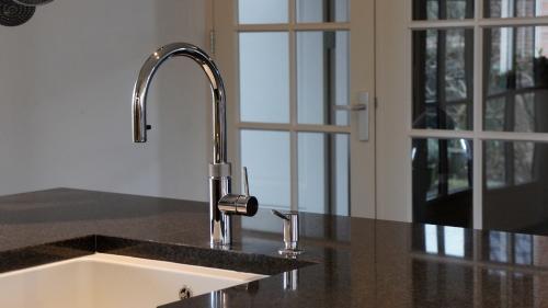 keuken-werkblad-natuursteen-graniet-quooker-flex