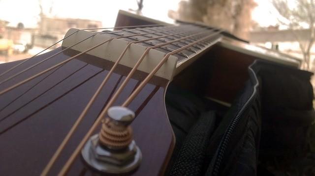 Waardoor ontstemt je gitaar