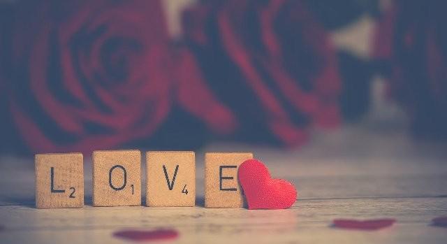Valentijn gitaar spelen voor je geliefde