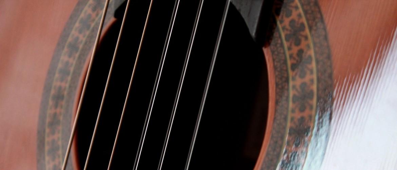 5 redenen waarom je gitaar ontstemt en hoe je dit kunt voorkomen