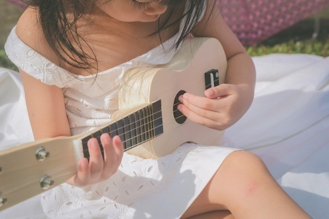 wil je kind gitaar leren spelen