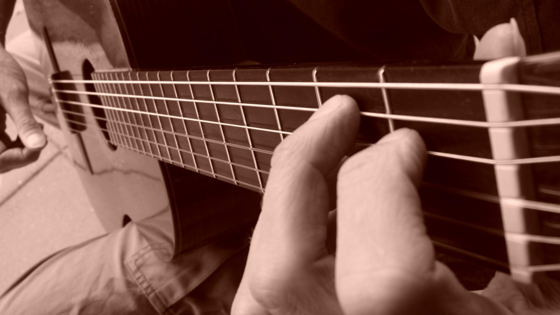 foto van B-septime akkoord op gitaar in zijaanzicht