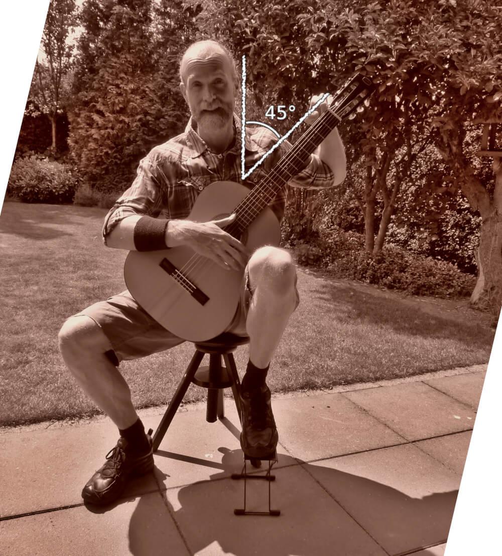 gitaar houding gitaarhals in hoek van 45 graden