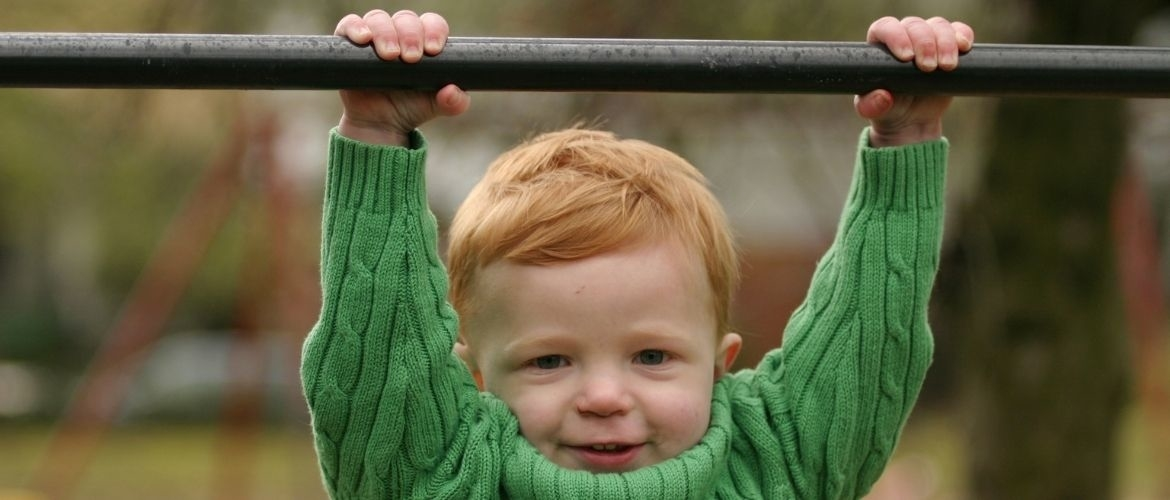 Swinging, how do you teach it to toddlers in kindergarten?