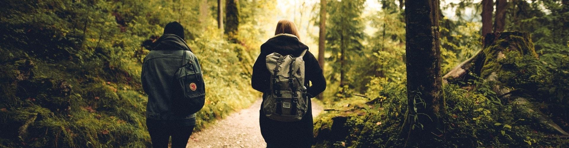 Happyholics coaching wandelend in het bos