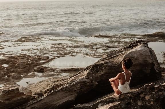 Gebruik meditatie en natuur om de 7 spirituele wetten van succes te integreren in je leven
