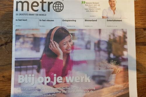 Happyholics en de vijf pijlers van werkgeluk op de voorpagina van de Metro krant