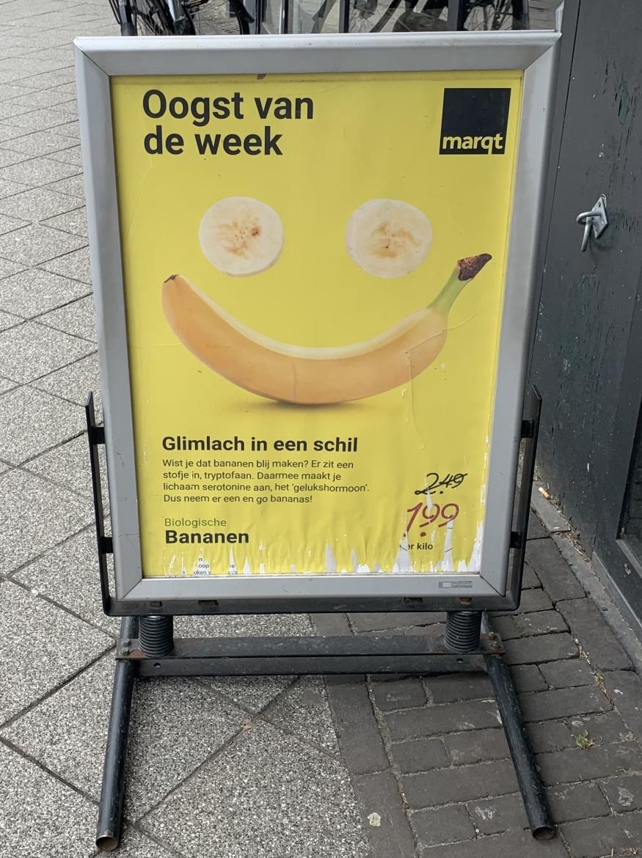 Verdeeldheid met een gele lach