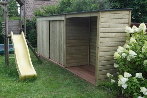 een luxe houten tuinkast