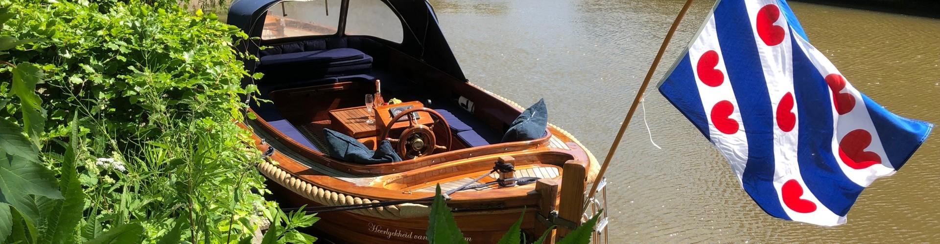 Sloep varen en B&B Arrangement Friesland