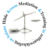 logo hkm training 214x200