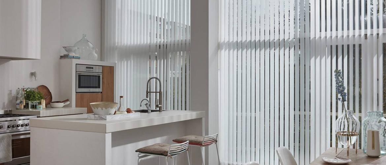 Nieuwe kleuren en materialen voor Luxaflex verticale jaloezieën