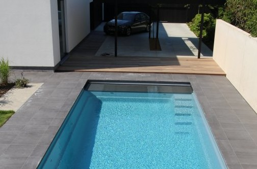 voorbeeld van zwembad aanleg in de tuin