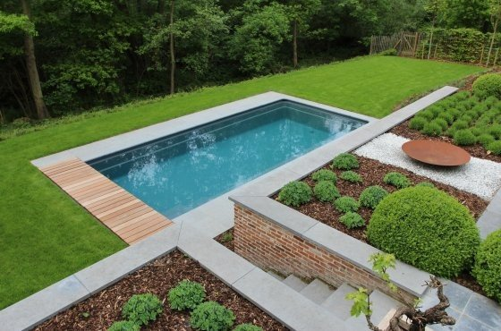 aanleg zwembad in villatuin