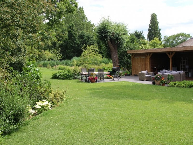 terras aanleg grote tuin