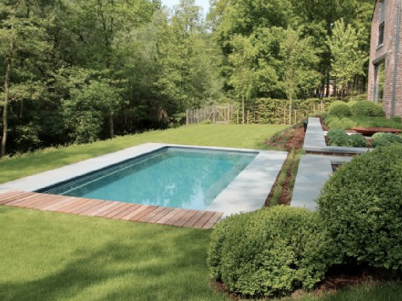aanleg zwembad grote tuin