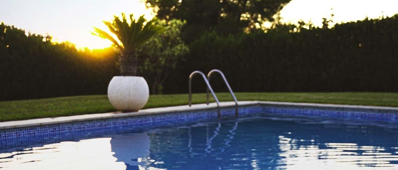 Hoe werkt een zoutwatersysteem voor een zwembad?