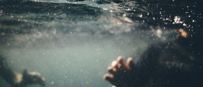 Troebel zwembadwater: dit kunt u eraan doen!