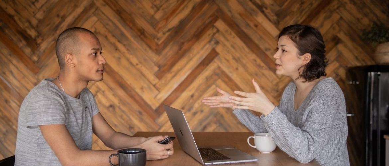 Overtuigingen veranderen: Bommetjes gooien in een gesprek