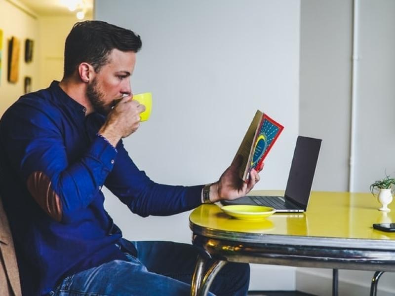 een-goede-balans-tussen-werk-en-prive-dankzij-hypnose-en-hypnotherapie-van-roel-beckers-hypnotherapeut-en-hypnotiseur-in-bree-limburg-of-online-via-zoom