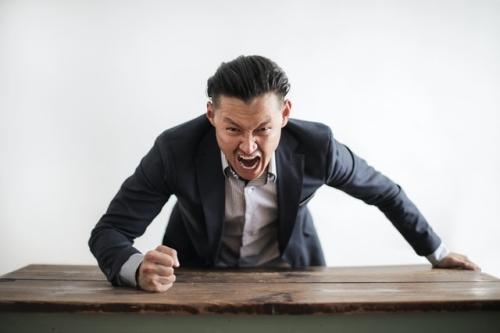 omgaan-met-moeilijke-klanten-en-collegas-dankzij-hypnose-en-hypnotherapie-van-roel-beckers-hypnotherapeut-en-hypnotiseur-in-bree-limburg-of-online-via-zoom