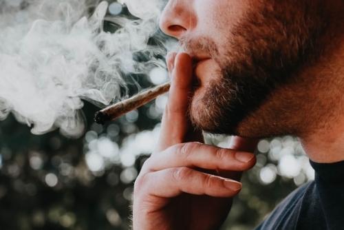 stoppen-met-roken-en-andere-verslavingen-dankzij-hypnose-en-hypnotherapie-van-roel-beckers-hypnotherapeut-en-hypnotiseur-in-bree-limburg-of-online-via-zoom