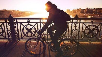 buikspieren trainen met fietsen