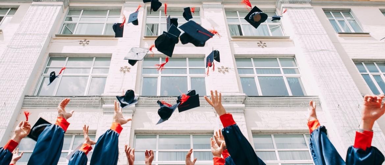 Succesvol zonder diploma: raden wij aan te stoppen met school?