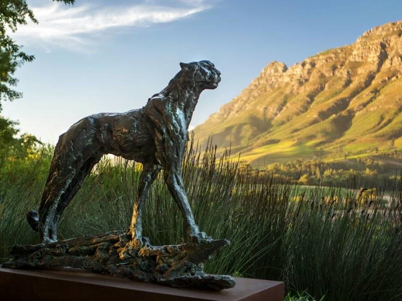 Kunst in de tuin van een luxe hotel in Stellenbosch, Zuid-Afrika