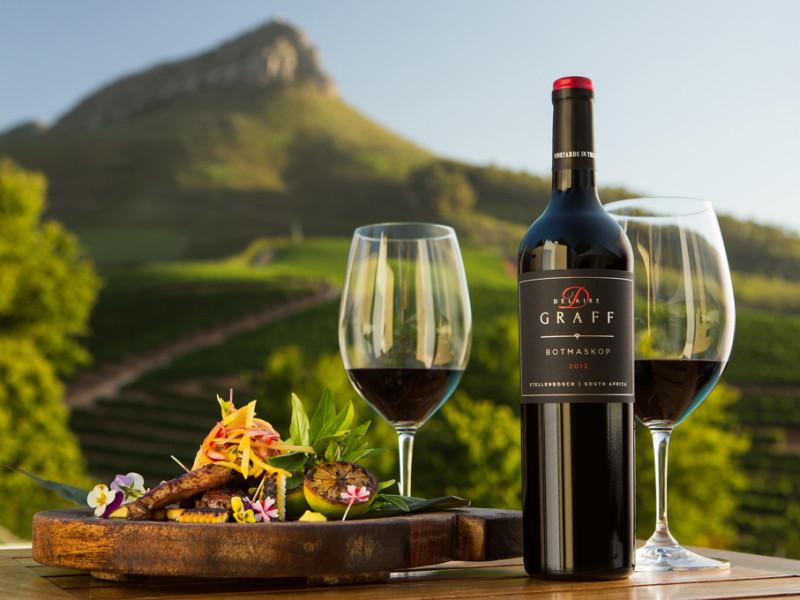 Wijnproeverij bij wijnhuis in Stellenbosch, Zuid-Afrika