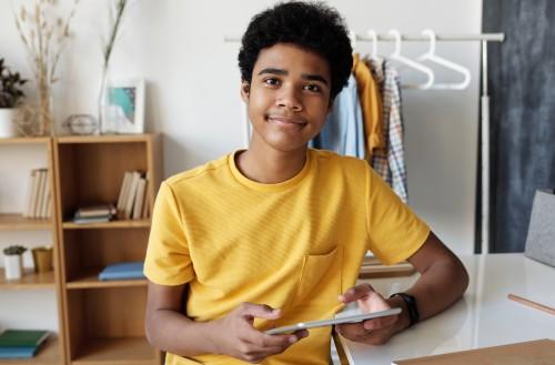 Inspire the future ondersteunt jongeren, jong volwassenen, ouders en leerkrachten voor een leven waarin je je volle potentieel kunt leven vanuit interne motivatie