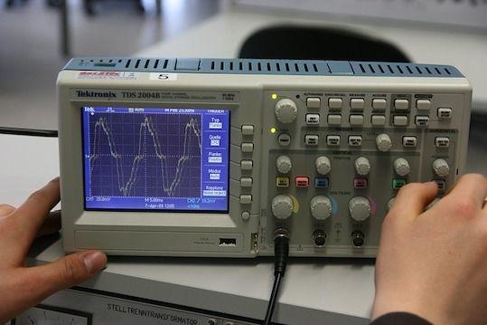 Meten van hogere harmonische en blindstroom door een kabel