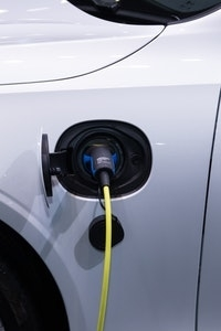 Gelijkspanning en wisselspanning elektrische auto