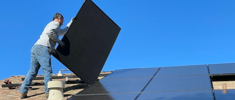 Waaruit bestaat een zonnepanelen installatie nu precies?