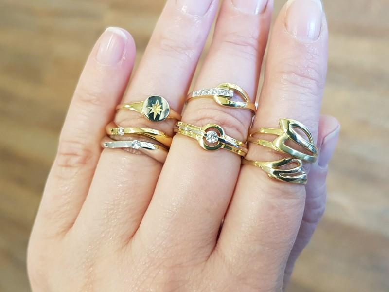 Wij zijn altijd op zoek naar net even die andere sieraden voor in onze huiscollectie goud, daardoor veranderd elke keer onze collectie.
