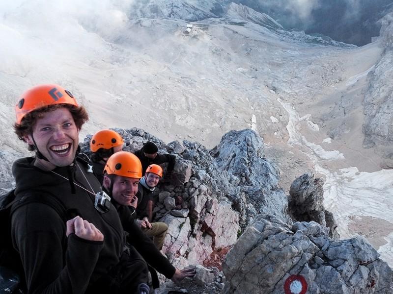Bas eigenaar Kaaiman Reizen op top Triglav met reisgenoten