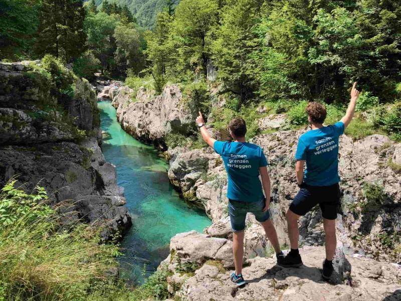Helder blauw water in de Soca gorge