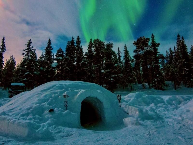 Noorderlicht en slapen in een igloo