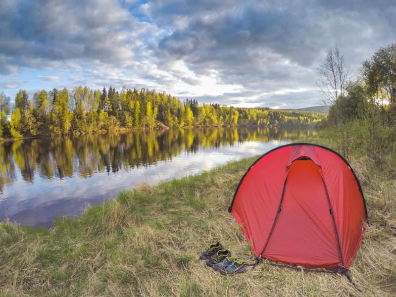 Kamperen in Zweden aan de rivier