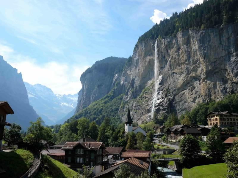 Lauterbrunnen dorpje met waterval