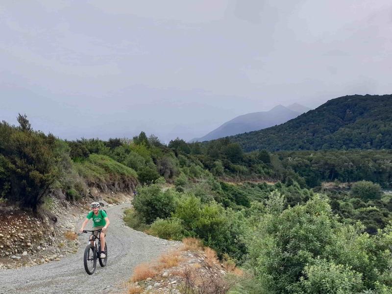 Mountainbiker in omgeving van Queenstown