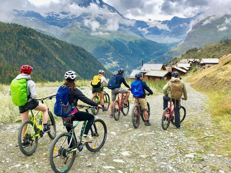 Mountainbikes met uitzicht op de Matterhorn