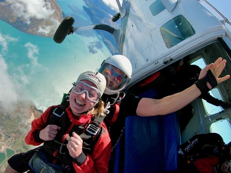 Skydiven in Queenstown tijdens groepsreis
