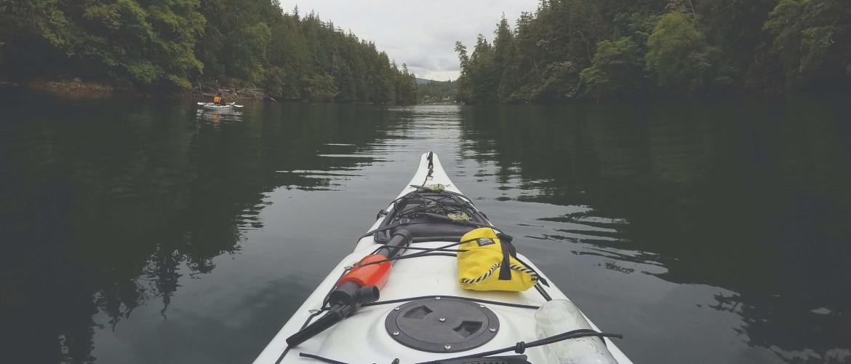 Wat is het grote verschil tussen kajakken en kanoën?