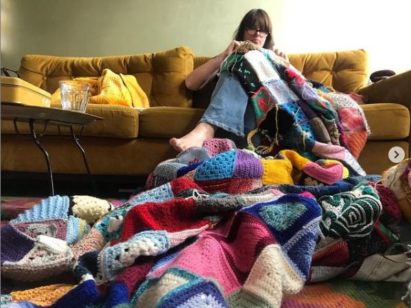 Gijsje attaching little blankets on the comfort blanket crochet