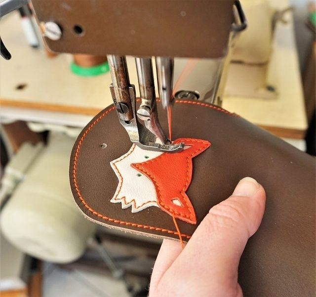 Marieke creation applique a fox from scraps on a leather wallet