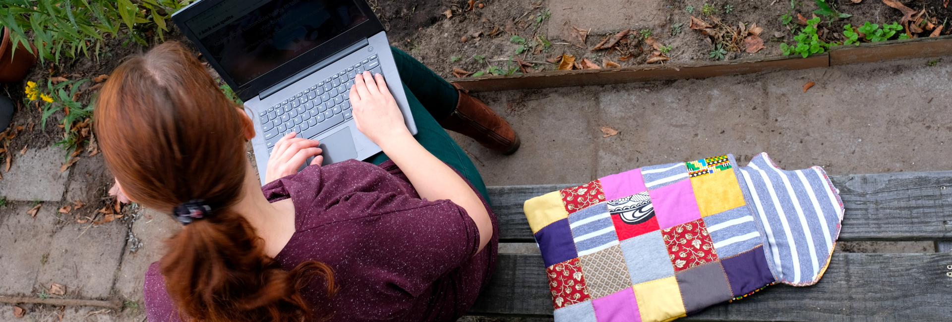 Rianne with her laptop and quilted sleeve ready to answer questions