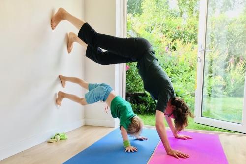 Ouder en kind kleuter yoga activiteiten workshop