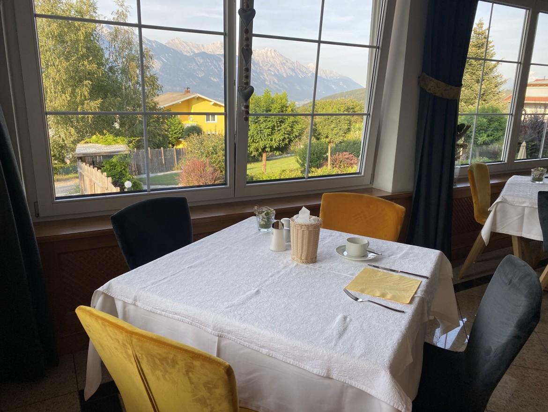 Hotel Seppl restaurant uitzicht