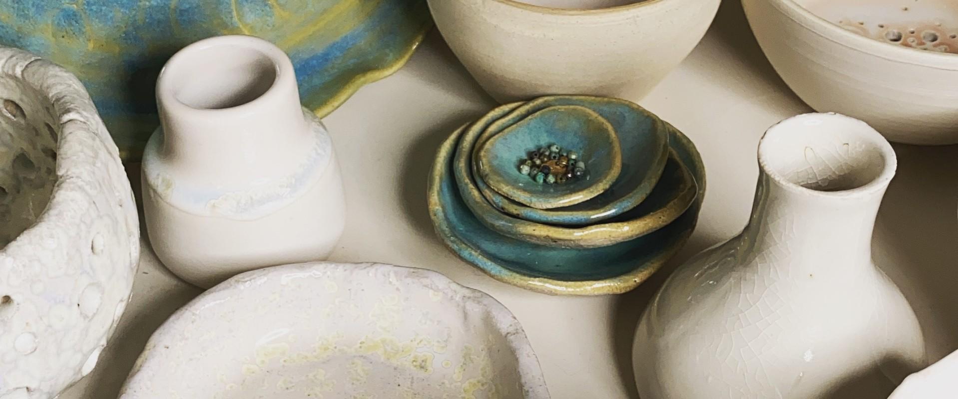 Wat is het verschil tussen steengoed en aardewerk?
